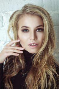 image femme blonde D'alberto haute coiffure
